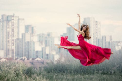 Beatiful Young Woman Doingis So De Sha Split In The Fancy Red Dress In The City